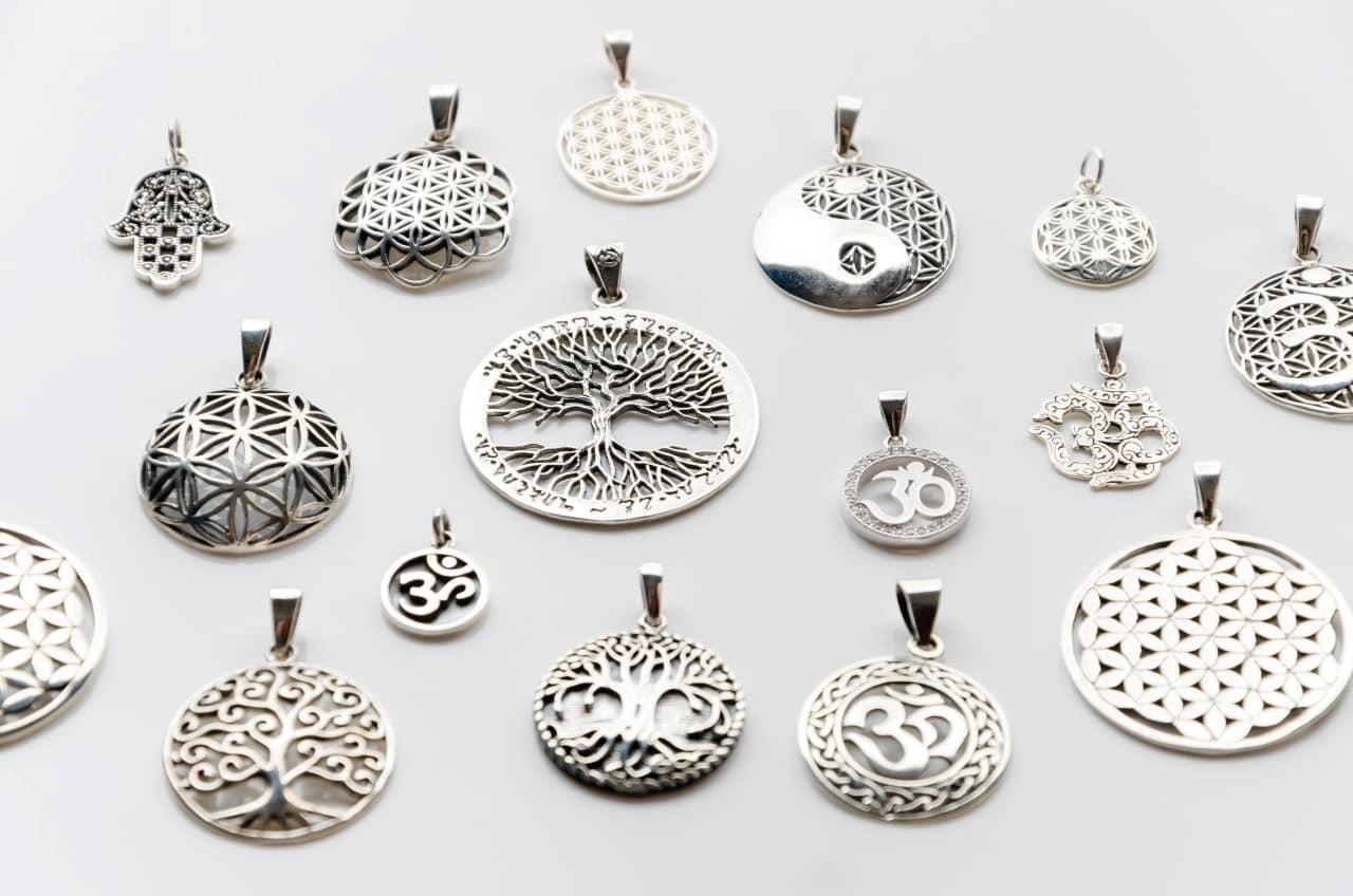 bijuterii din argint cu simboluri sacre