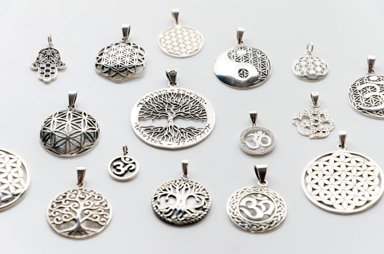 bijuteriile folconcept cu simboluri spirituale