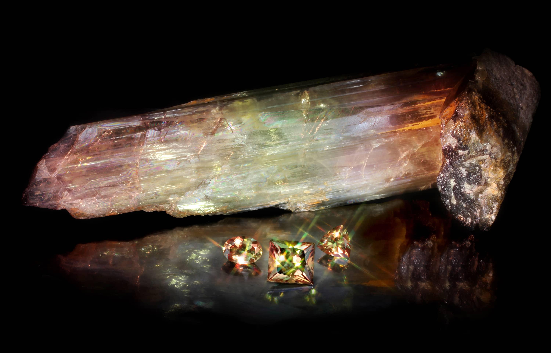 Sultanit cristal brut si pietre pretioase